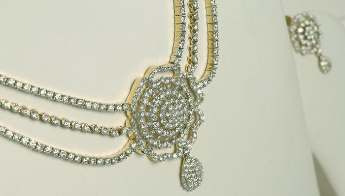 Parure diamants Adjugée 22 000 EUR