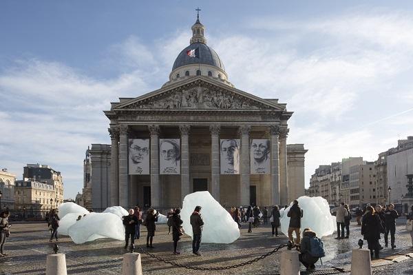 Ice Watch by Olafur Eliasson and Minik Rosing, Place du Panthéon, Paris, 2015. Photo: Martin Argyroglo  © 2015 Olafur Eliasson.