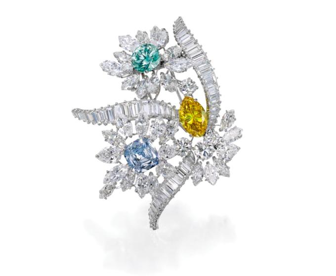 Diamantbrosch, med färgade och vita diamanter, Bulgari. Sotheby's