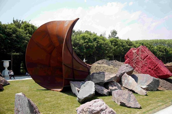 "Anish Kapoor, Dirty Corner ""exhibited in Versailles in 2015 Image: courtesy of Charles Platiau / Reuters Anish Kapoor, Dirty Corner"" exhibited at Versailles in 2015 Image: courtesy of Charles Platiau / Reuters"