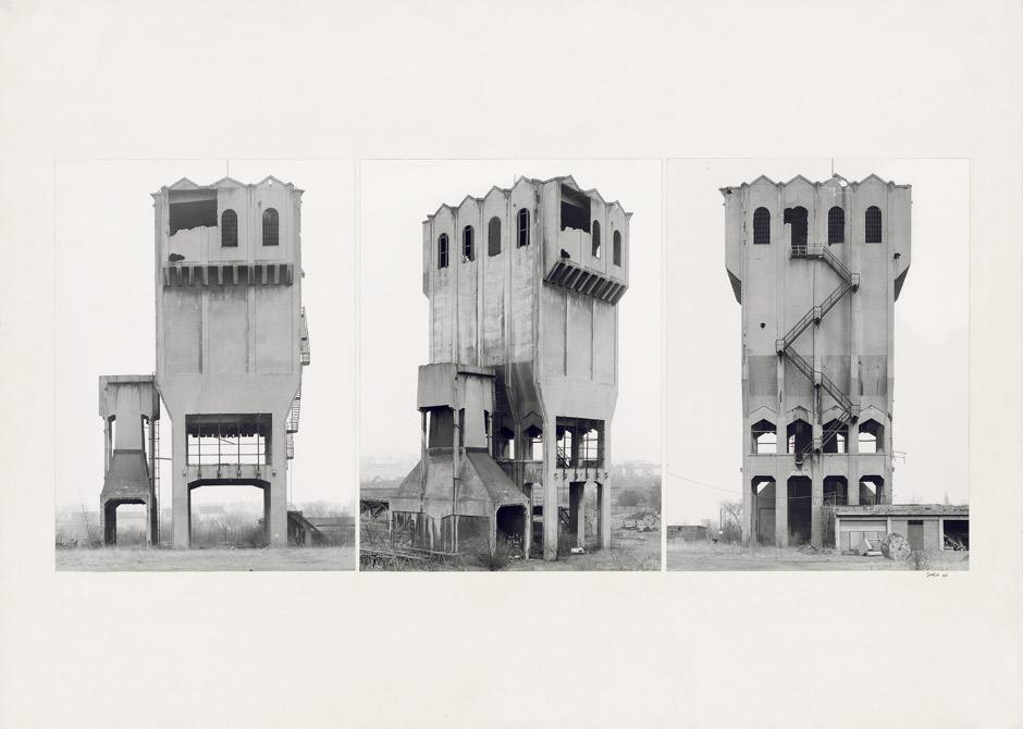 BERND und HILLA BECHER - Kokskohlenturm, Grube Eschweiler Reserve, Aachen, 3 Fotografien, je 40,5 x 30 cm, 1964 Schätzpreis: 18.000 EUR