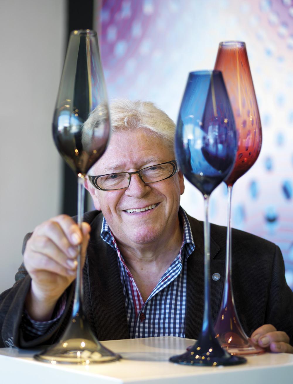 Bo Knutsson är nominerad tillsammans med sonen Fredrik Knutsson (Knutssons antik- & konsthandel) till Årets antikaffär 2015.