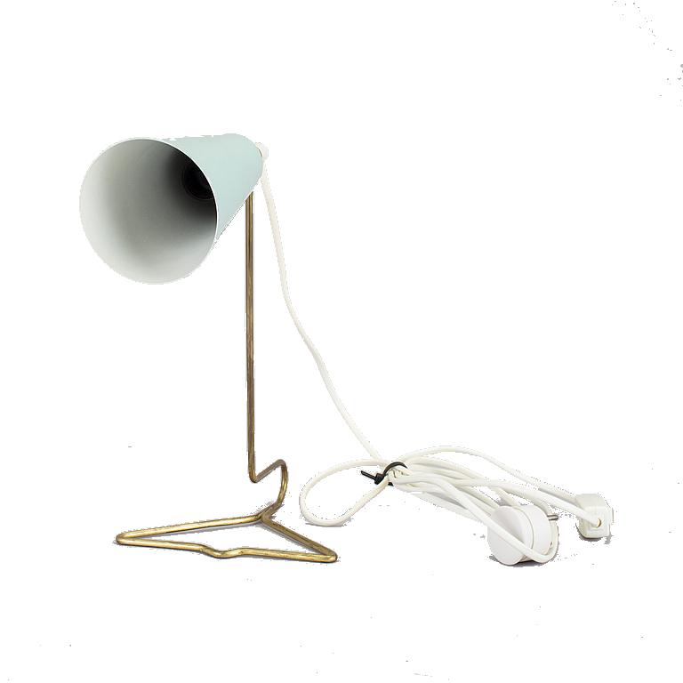 Bordslampa. 1950-tal. Stomme i mässing. Skärm i lackerad metall. Höjd 28 cm. Utrop: 1,500 Sek. Bukowskis market