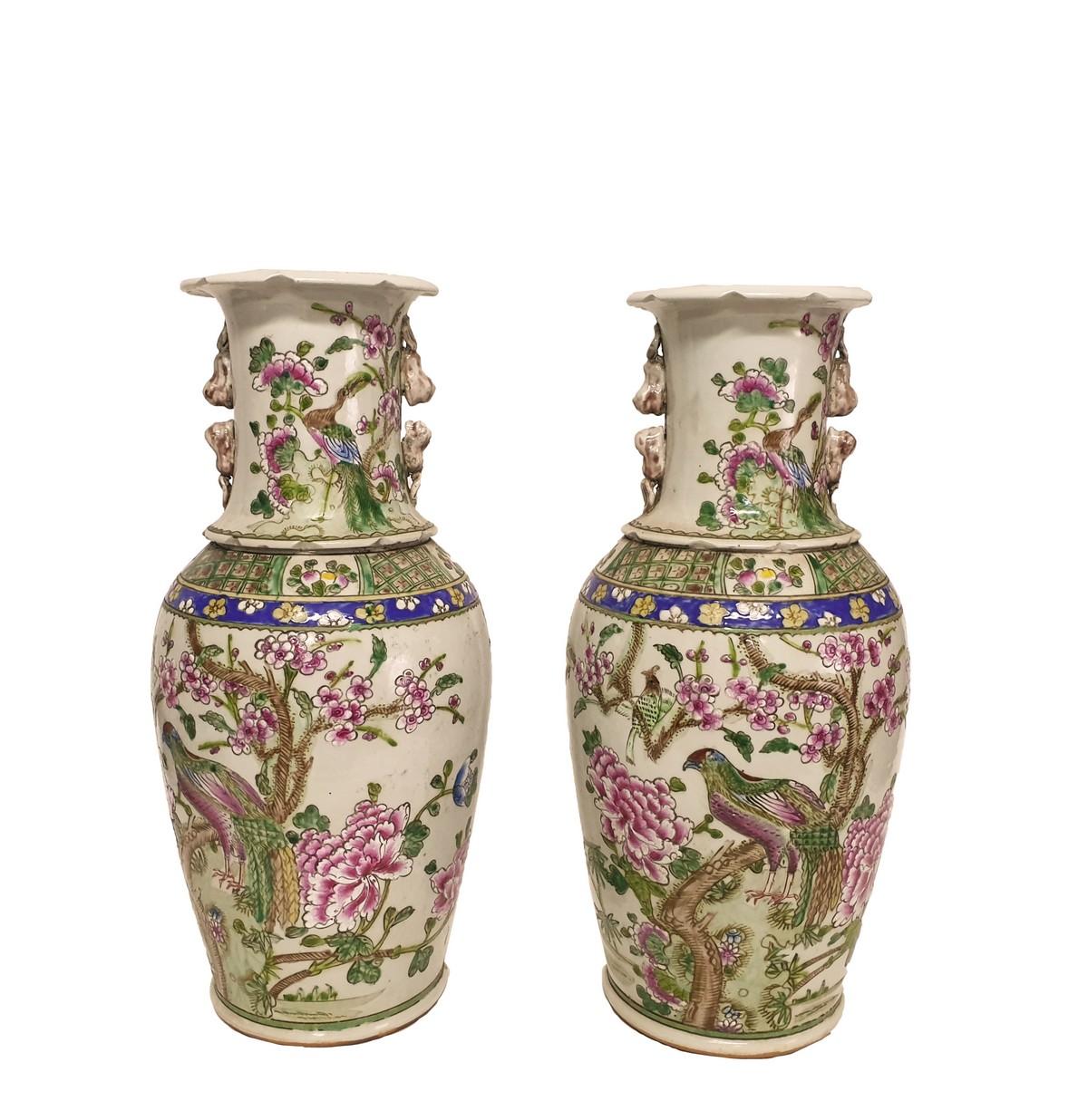 Pareja de jarrones en porcelana china. Dinastía Qing. Periodo Daoguang (1821-1850)