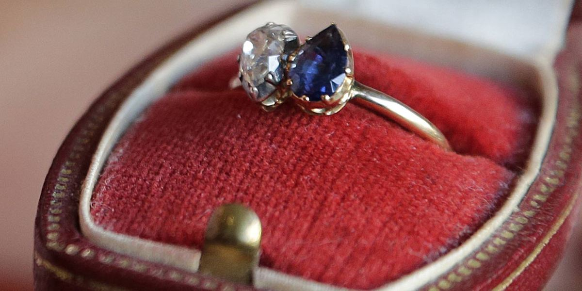 Bague de fiançailles, image via Histo'blog.com