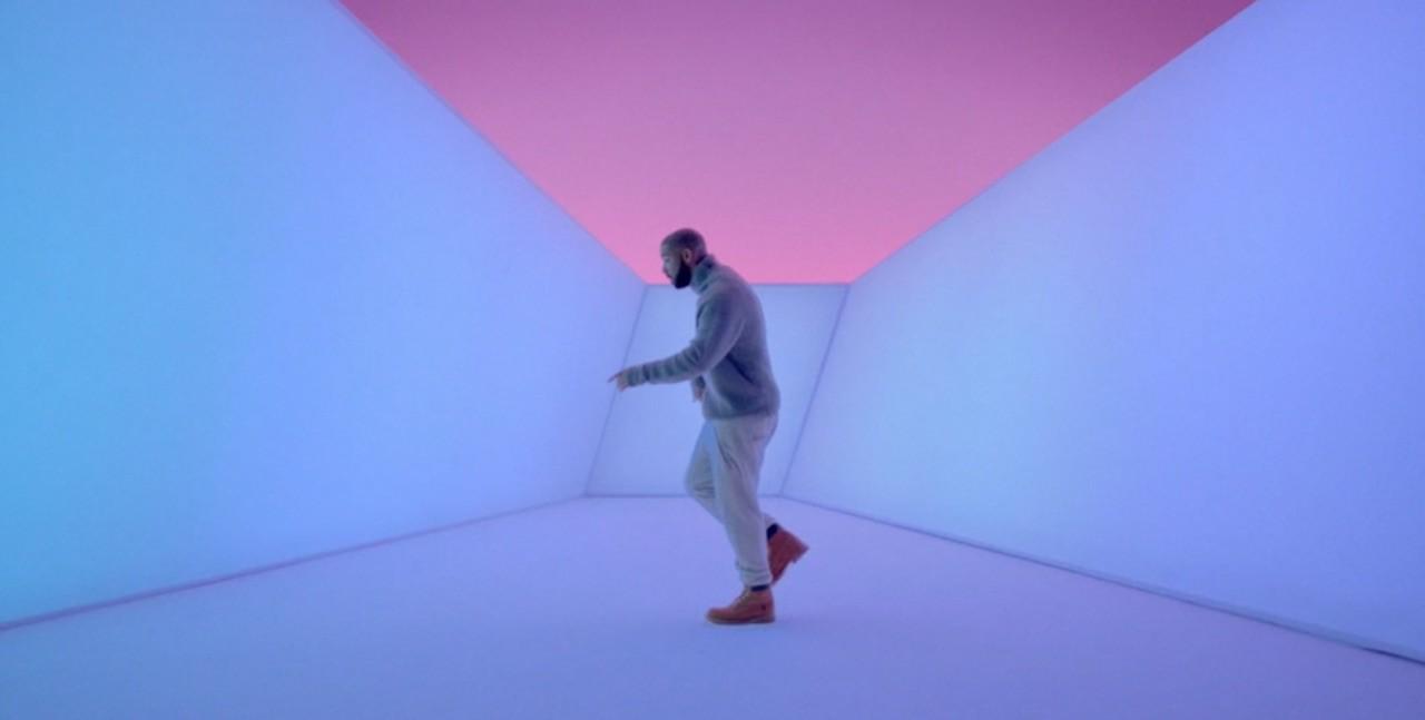 Drake dans son clip de Hotline Bling Image via YouTube