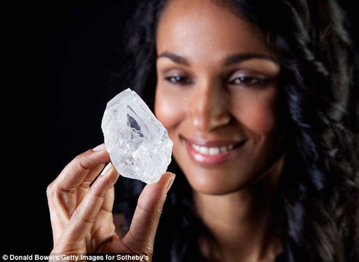 33D3582A00000578-3573047-The_1_109_carat_Lesedi_la_Rona_diamond_is_now_up_for_auction_in_-m-75_1462362694847