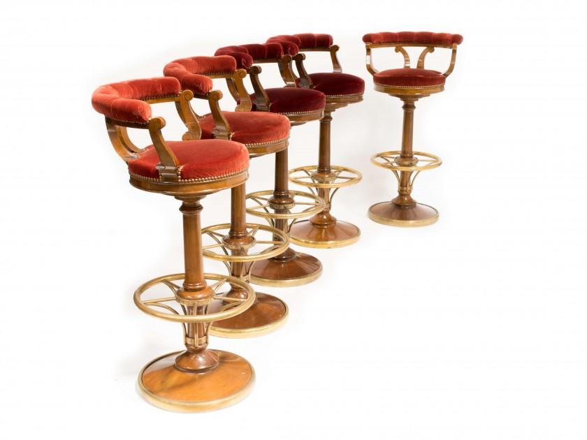 Ritz Club, suite de cinq tabourets de bar, image ©Artcurial