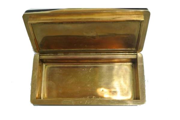 Adrien VACHETTE (1779-1839) Exceptionnelle tabatiere en or et ecaille Pays de Fayence Enchères