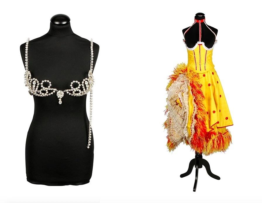 Sinistra: Reggiseno in pietre trasparenti, Le Doriss Girls, XX secolo. Destra: Vestito da Cancan, Les Doriss Girls, anni '60-'60. Foto: Eppli