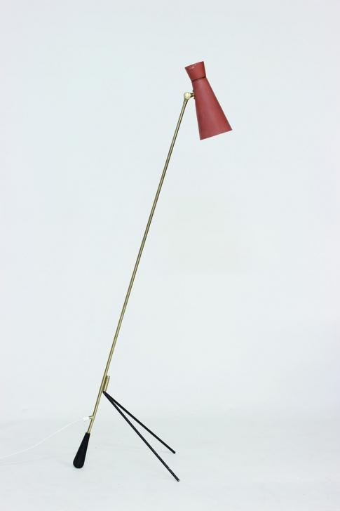 FLOOR LAMP ATTRIBUTED TO HOLM SØRENSEN. Low estimate: 1 000 USD. Nordlings Antik.