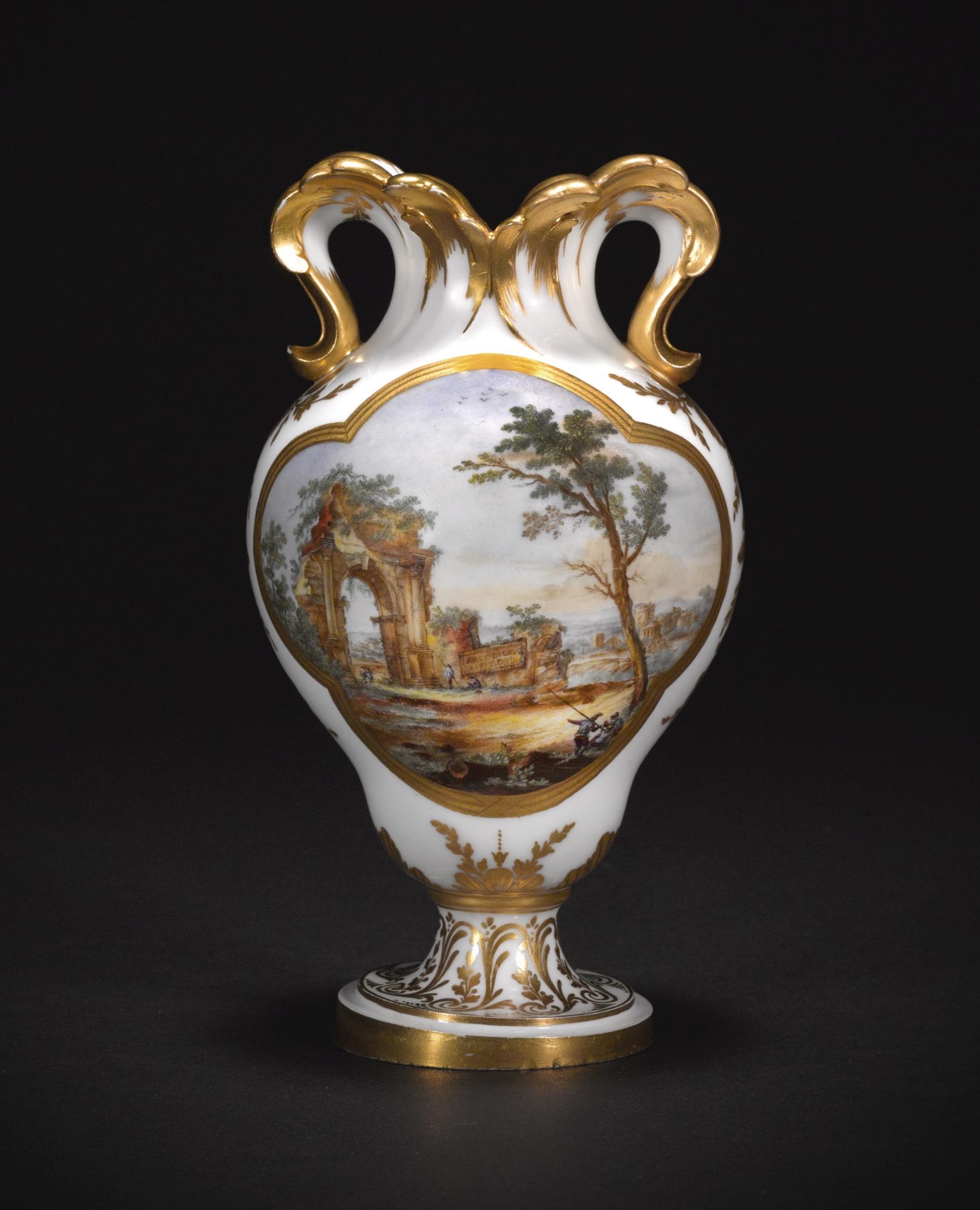 Fand für 100.000 GBP einen neuen Besitzer: Eine Vase aus dem Besitz Marie Antoinettes   Foto: Sotheby's