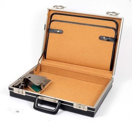 Aktentasche mit integrierter Kamera   Foto: ©Aston's