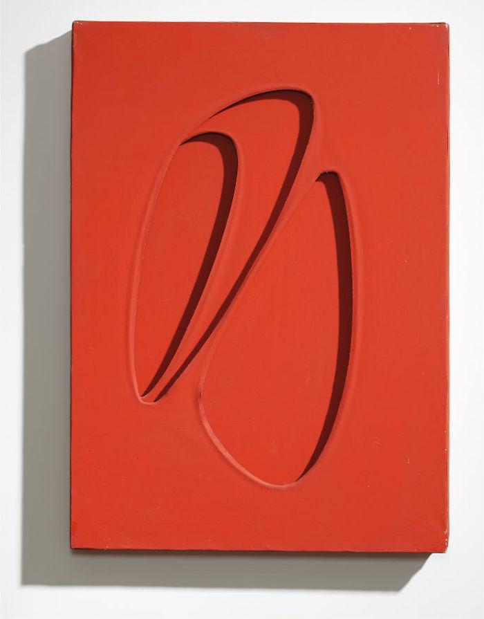 """Paolo Scheggi, """"Intersuperficie curva dal rosso"""", 1962-63"""