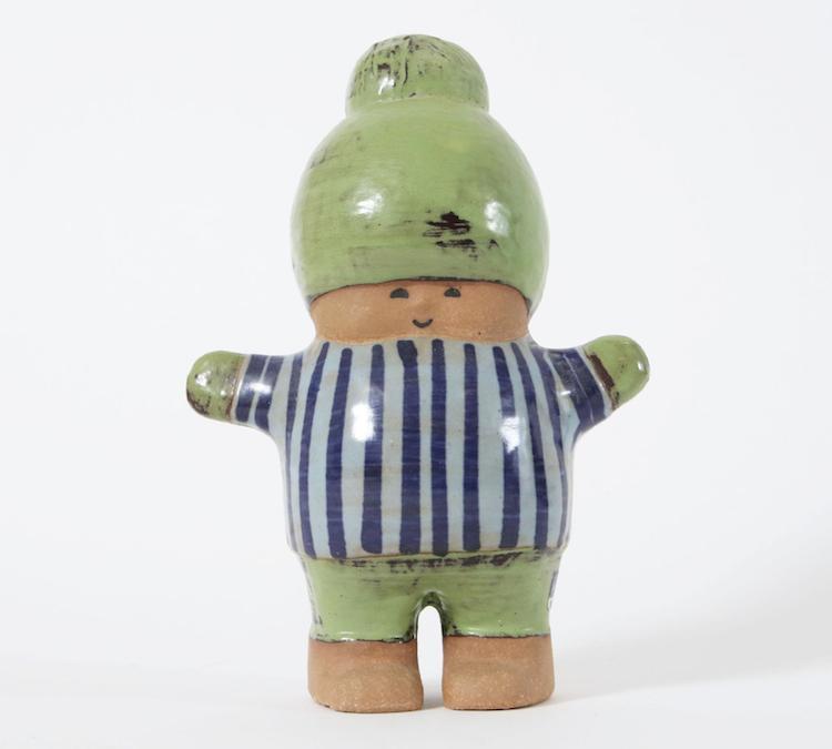 """Figurin, """"Kalle"""", Lisa Larson för Gustavsberg. Delvis glaserat stengods. Signerad. Startpris 100 SEK."""