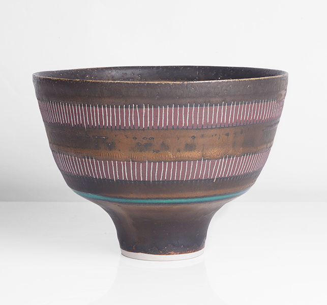 Lucie Rie, Bowl on Foot, c. 1980. Photo: Maak