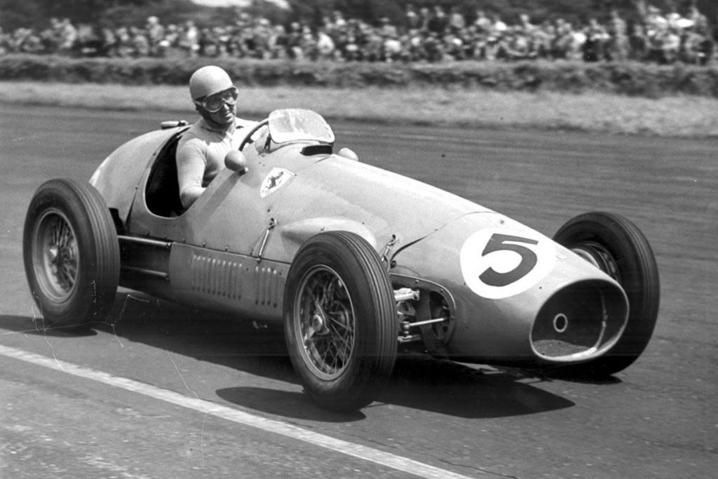 Passage d'une Ferrari dans un championnat de Formule 1, années 1950, image vie autobild