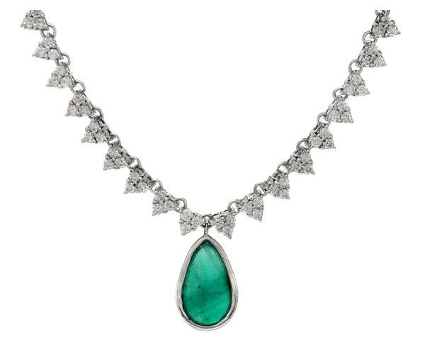 Collier i 18K vitguld, med smaragd och briljantslipade diamanter. Utropspris: 43 000 kronor.