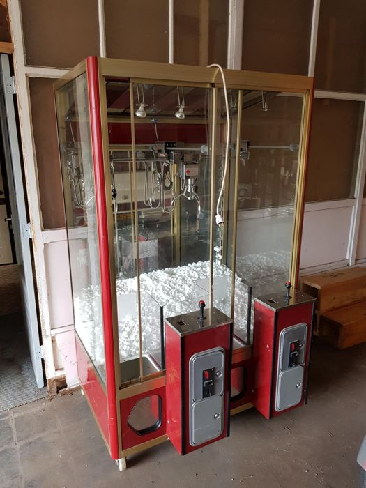 1970s Claw Machine, now up for grabs! Photo: Catawiki.