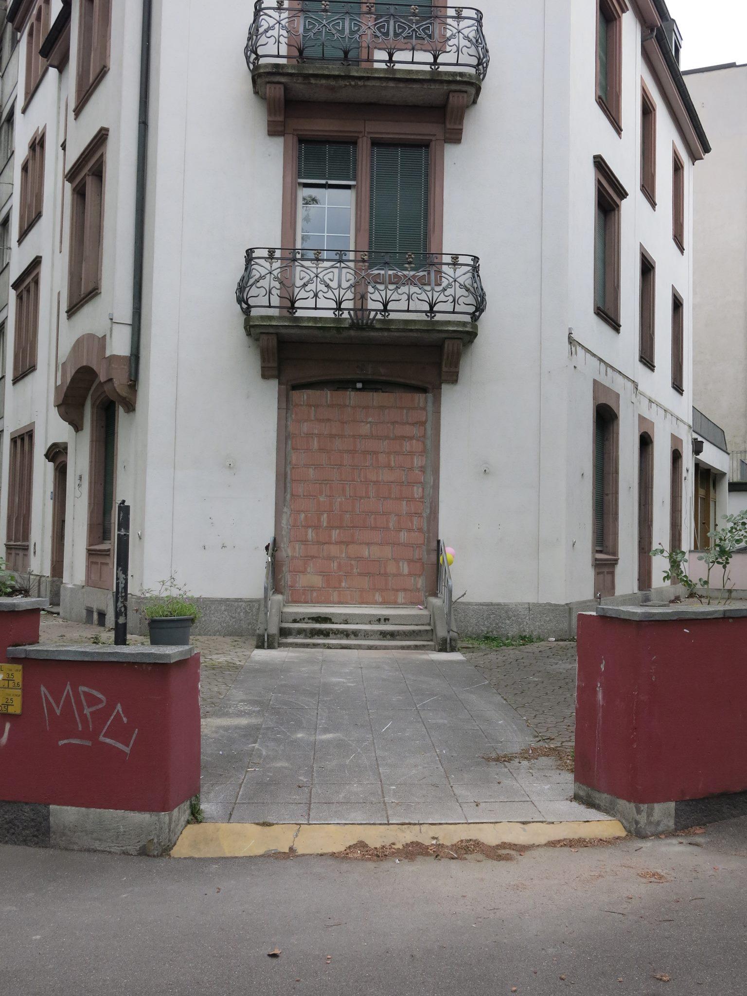 Le mur devant l'ancien squat d'Atopie  Image via Atopie (Facebook)