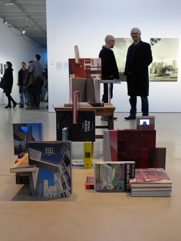My personal Library Grows up Together with my Political Principles (2008) av Carlos Garaicoa