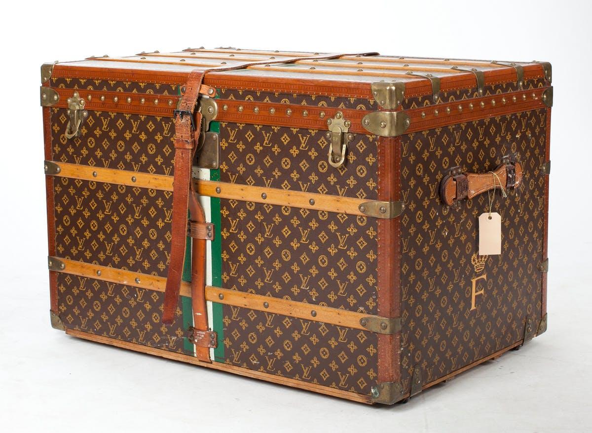 Koffert från Louis Vuitton, detta exemplar såldes via Bukowskis för 138 000 sek i september 2010. Bild: Bukowskis