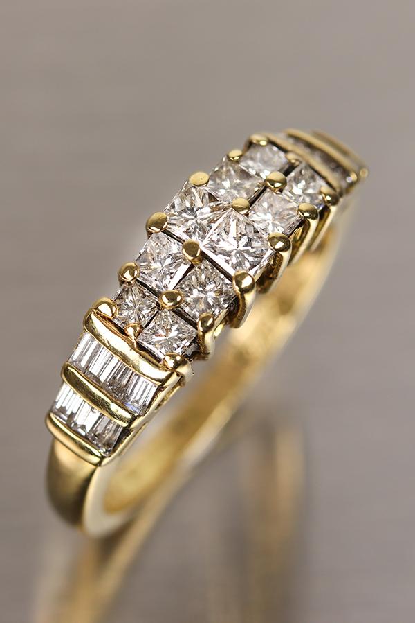 18ct Gold diamond set dressing ring