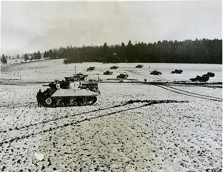 "ROBERT CAPA. ""Tanks"". Bastogne (1945). Photo: Be-Hold."