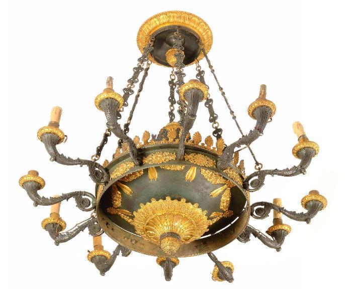 Lustre à l'antique en bronze doré et patiné à 12 bras de lumières. Epoque Empire Osenat