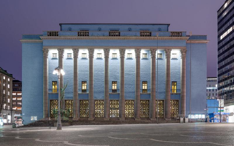 Ett av de främsta arkitektoniska exemplen på Swedish Grace är Konserthuset i Stockholm. Arkitekt var Ivar Tengbom