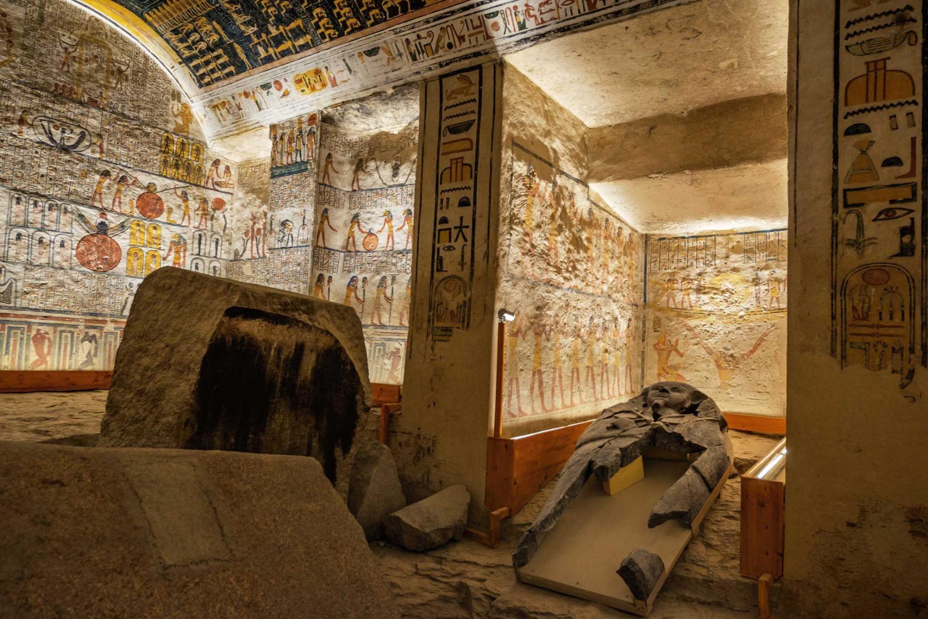 La vallée des rois pillée en Égypte, image ©Robert Clark pour le National Geographic