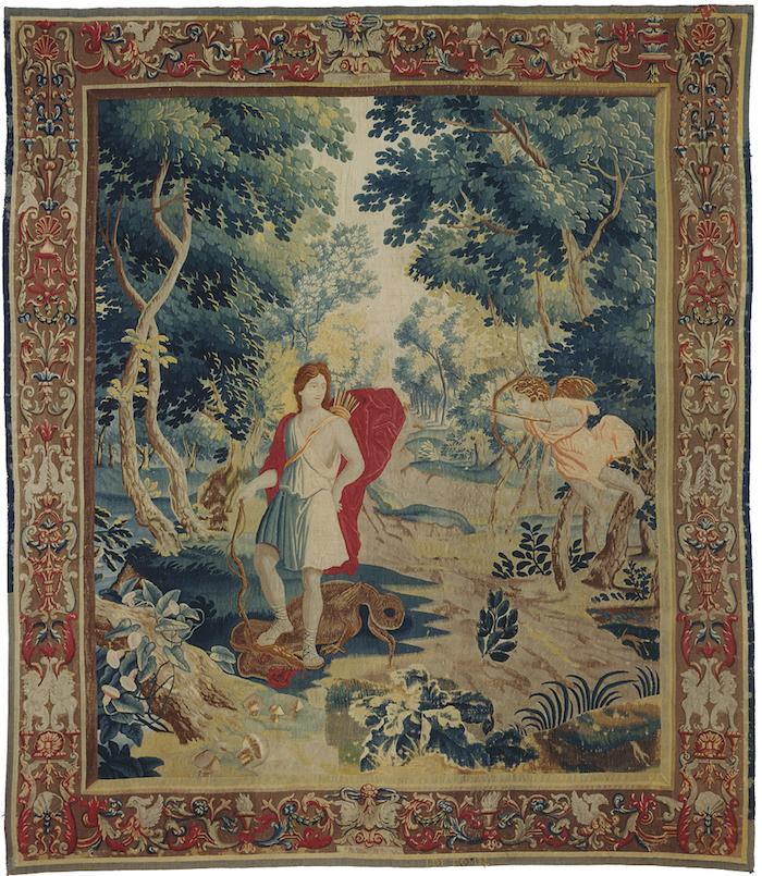Gobelänger hängs upp likt äldre måleri som kontraster i moderna miljöer i de stora Parisvåningarna. Den här vävda tapeten med mytologiskt motiv, tillverkad mellan 1650-1700 i Bryssel, säljs hos J P Willborg för 365 000 kronor