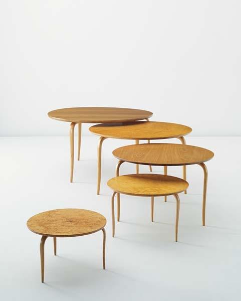 Bruno Mathsson. Assembled set of five tables, designed 1936. Sålt för 211 000 SEK i november 2011 på Phillips.
