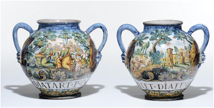 Ett par kannor, målade med figurscener, 1600-talet.