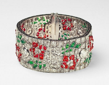 Bracelet Art Déco platine et or blanc, 418 diamants, 135 rubis et 79 émeraudes France, 1925 Image via Lempertz