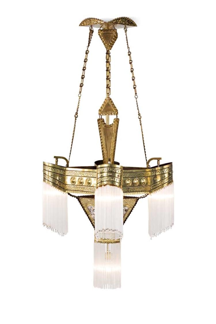 Jugendstil-Salonlampe. Konisch nach unten verjüngter Korpus. Messing mit Glasstabbehang. Wien, um 1910. H 130 cm. Limit: 3000 EUR