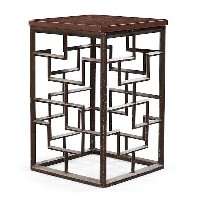 """Bukowskis Auktion Modern Art+Design innehåller två CARL HÖRVIK, """"BLOMSTER"""", NÄFVEQVARNS BRUK, SVERIGE TIDIGT 1920-TAL. Mörkpatinerat gjutjärnen, genombruten kinesiserande sida, sekundär lös skiva av kalksten. Höjd 53,5 cm, 35,5 x 35,5 cm."""