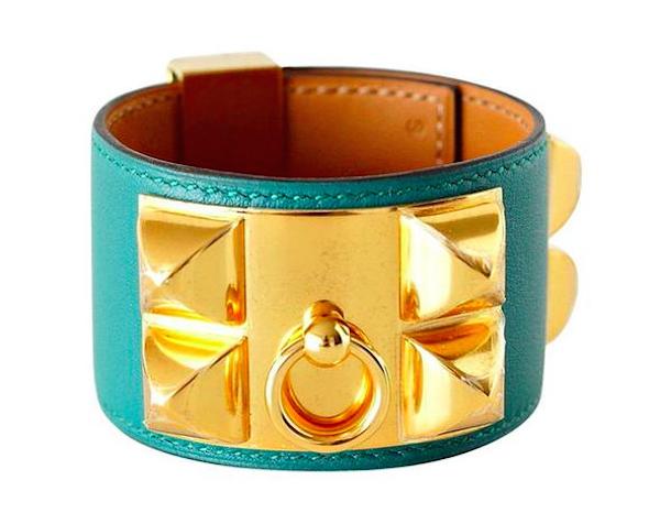Collar de perro HERMES en color malaquita y brazalete en oro. Precio estimado: 2.600 €