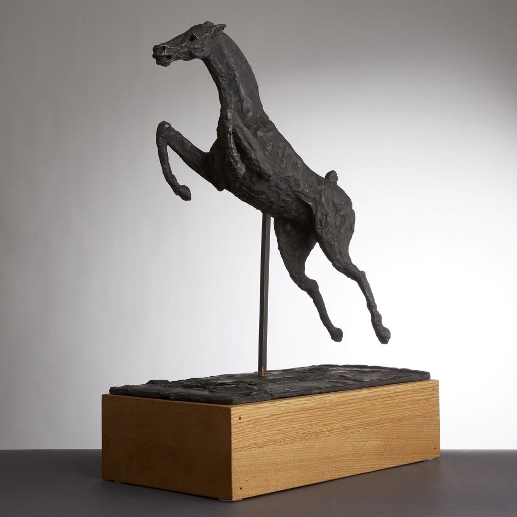 Korsárs Giacomettiliknande uttryck har inte hyllasts tillräckligt. Trots utställningen på Waldemarsudde i år. Tyvärr blir skulpturerna ganska dyra när de kommer upp i storlek men denna lilla häst är ju en överkomlig pärla