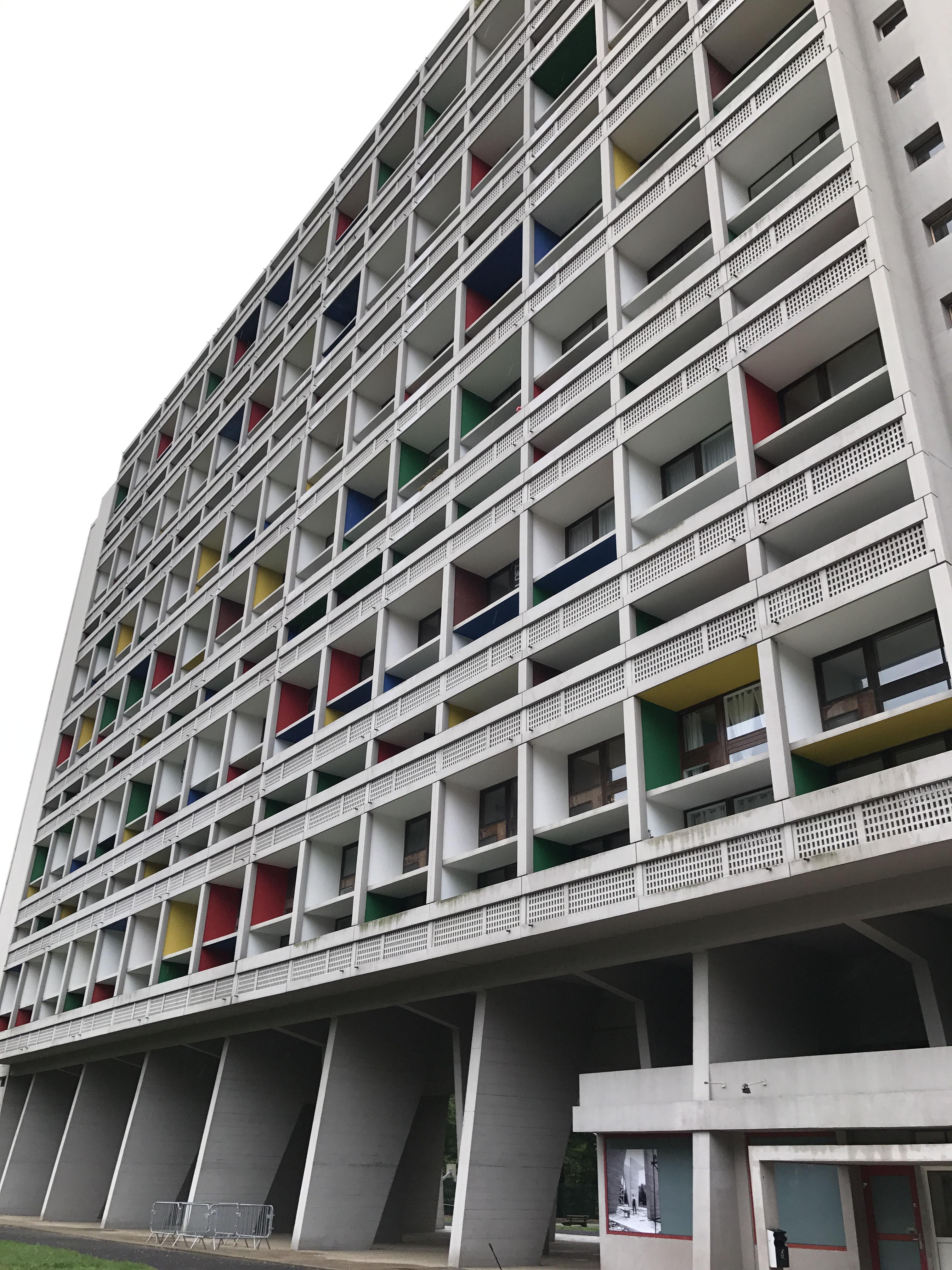 Unité d'habitation Le Corbusier, image via Lux-Auction