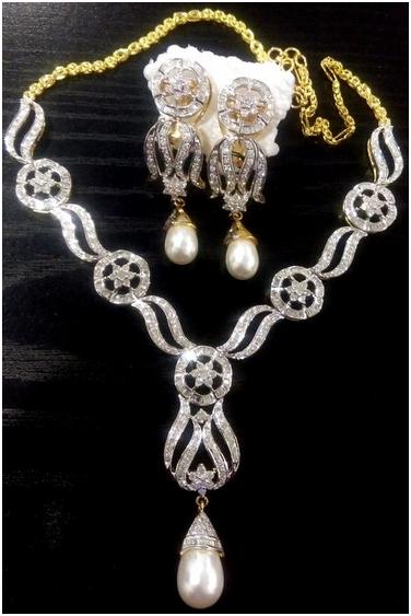 35.38ct Diamanthalsband med matchande örhängen, design. Utrop: 278 000 SEK. Auktionen avslutas 27:e mars