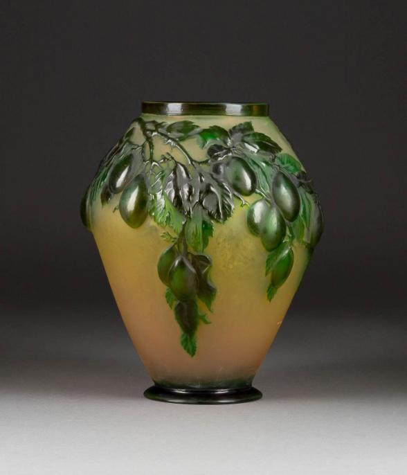 "ÉMILE GALLÉ (1846 Nancy - 1904) - Soufflé-Vase ""Prunes"", Nancy 1920/25"