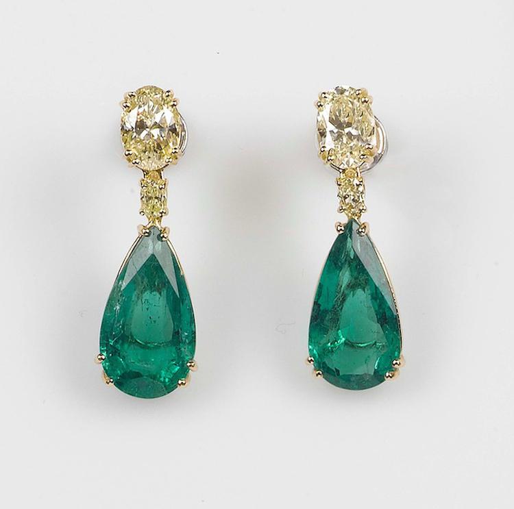 Smaragd och diamant örhängen i guld. Lot 80. Utrop: 45.000 Euro