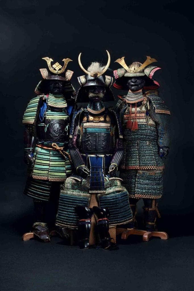 Rechts: Do Maru Gusoku, Mitte Edo-Periode, um 1250 Limit: 13.000 EUR