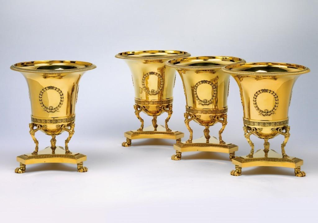 Quatre refroidisseur de vin en argent doré, H: 21,2 cm, la marque de fabricant Marc Jacquart, Paris Estimation: 100,000-120,000 EUR