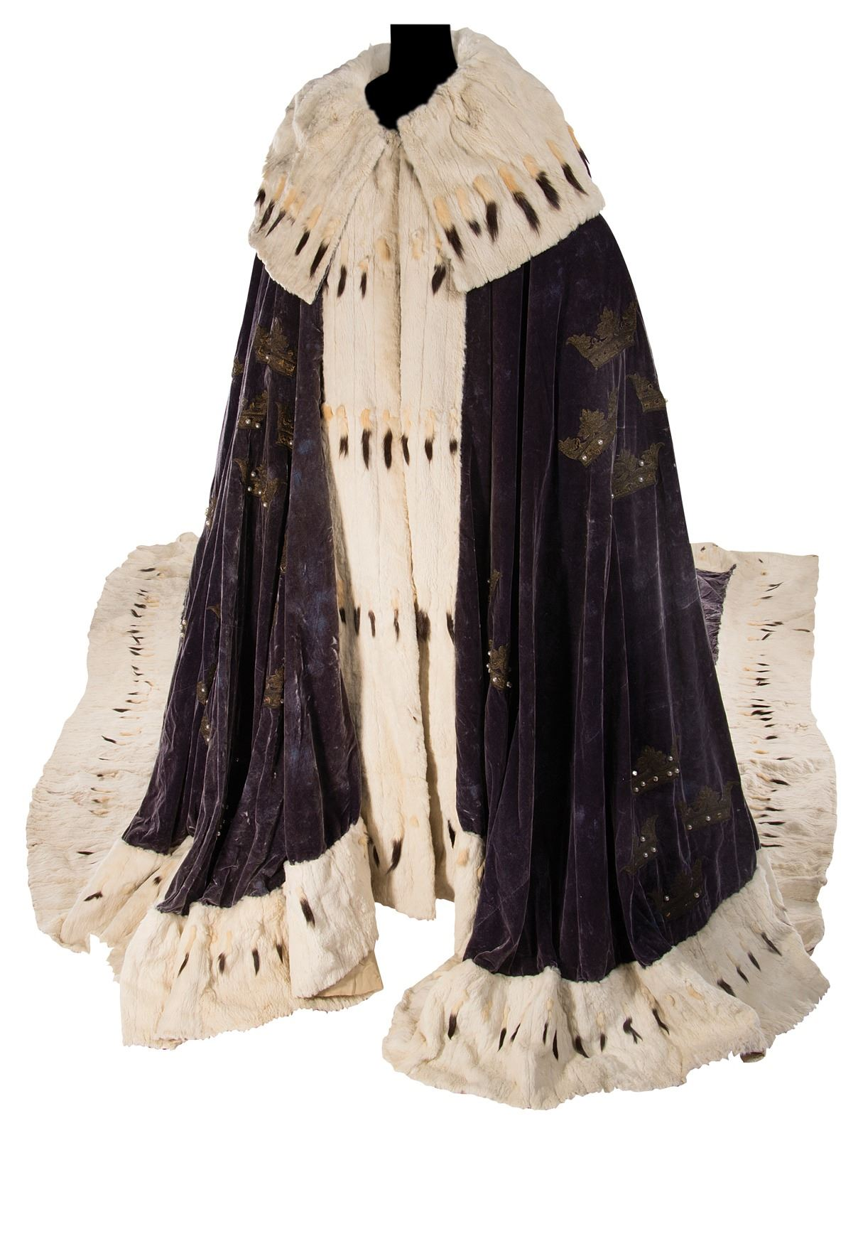 Ermine trimmed velvet coronation robe by Adrian for Queen Christina. Photo: Profiles in History