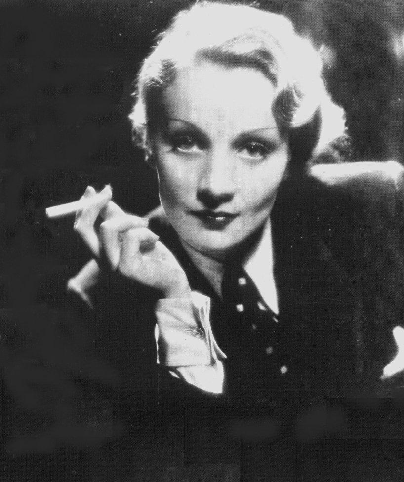 Son look affirmé a fait de Marlene Dietrich une icône de mode dans les années 1930, image via thebestamericanpoetry.com