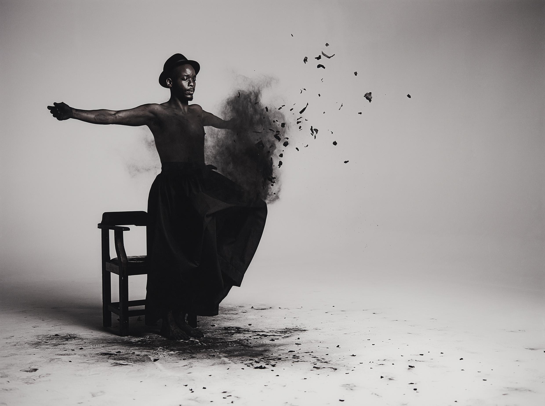 MOHAU MODISAKENG (*1986) - Inzilo, Fotodruck/Aluminium, 2013