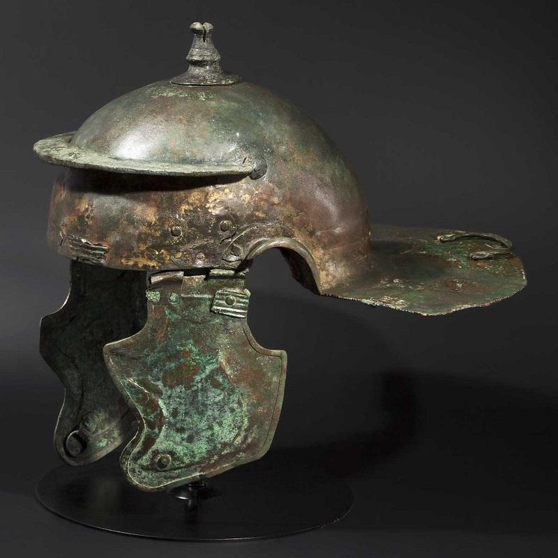 Casco de infantería de bronce romano del tipo Weisenau (finales del siglo I- principios del siglo II). Precio estimado: 25.000 €