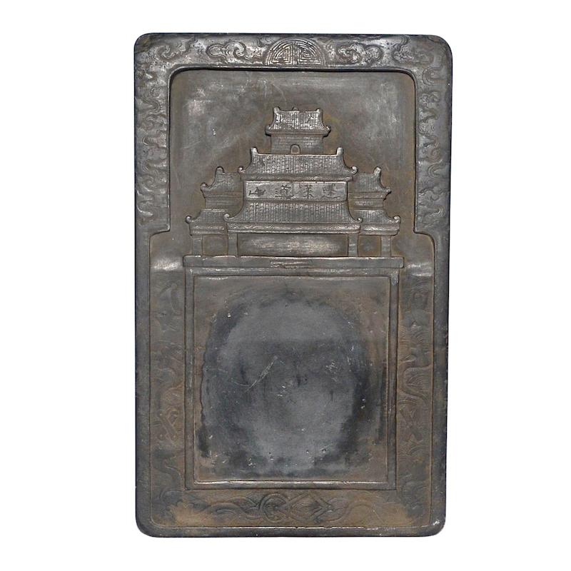 """Kejsare Huizongs """"Heavenly Daoshan Duan""""- bläcksten från Norra Songdynastin, värderad till 7,2 milj. sek hos Gianguan."""